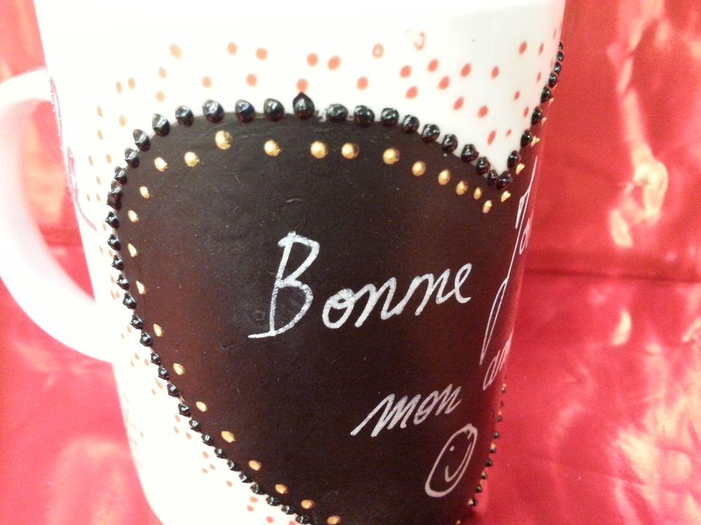 décorer votre mug avec du cerne relief pour porcelaine .