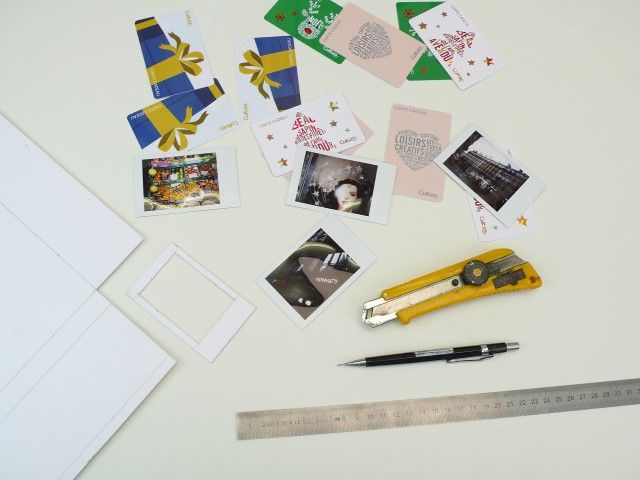 1. Mesurez la dimension des photos et du cadre puis créez un gabarit en carton, cela vous permettra de gagner du temps ensuite.