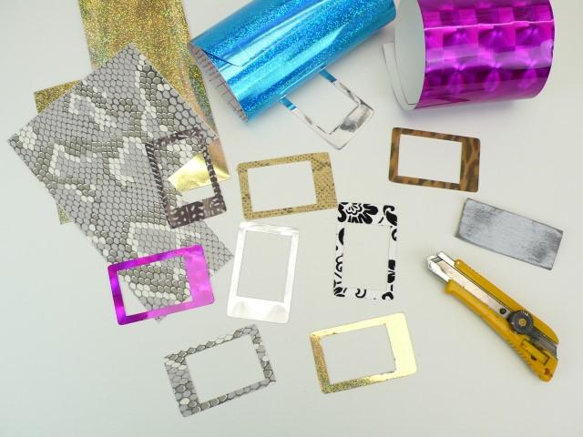 4. Collez différents films adhésifs avec des motifs variés,  découpez le surplus avec un cutter et poncez les bords intérieur et extérieur avec  papier de verre très fin.