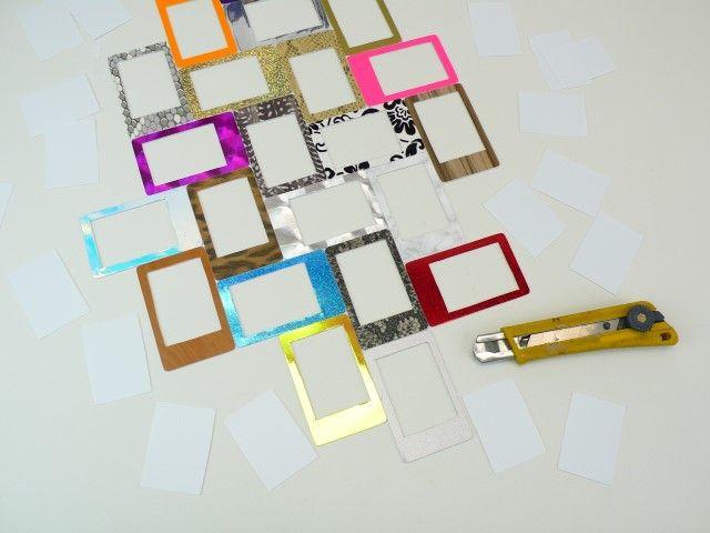 8. Découpez l'intérieur des petits cadres avec un cutter.