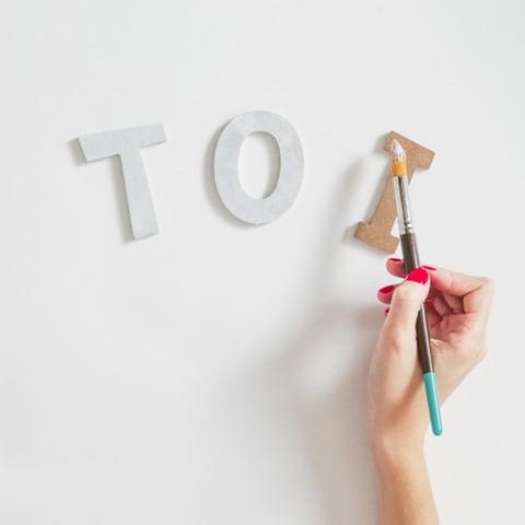1 - Passer une couche de gesso sur les lettres