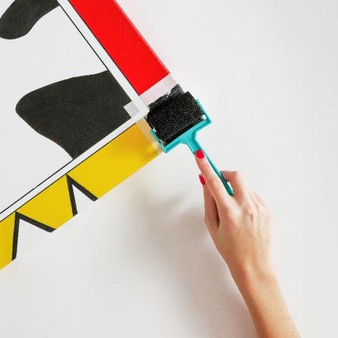 3 - S'aider du rouleau pour décorer la toile
