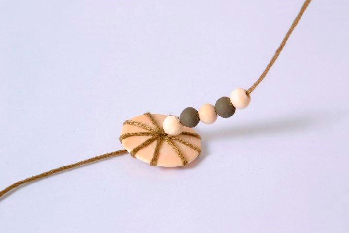 PAP Collier - Technique ficelle (4).JPG