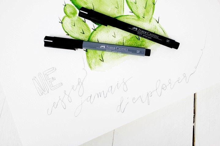 6. Avec un crayon à papier léger inscrivez la phrase «Ne cessez jamais d'explorer» afin d'avoir une base de travail. Utiliser la technique du calque avec le gabarit si nécessaire.