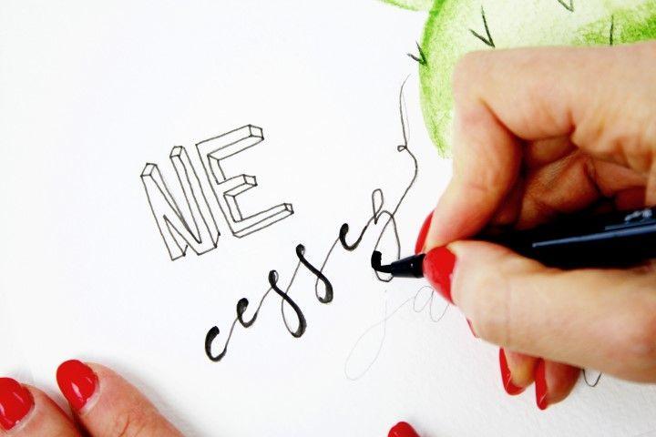7b. Avec un feutre B donner du relief au mot en épaississant certaines parties des lettres.
