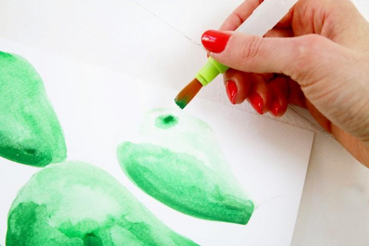 4. Doser plus ou moins l'eau afin de créer des transparences. Ajouter de la couleur dans des zones plus transparentes afin de créer des nuances.