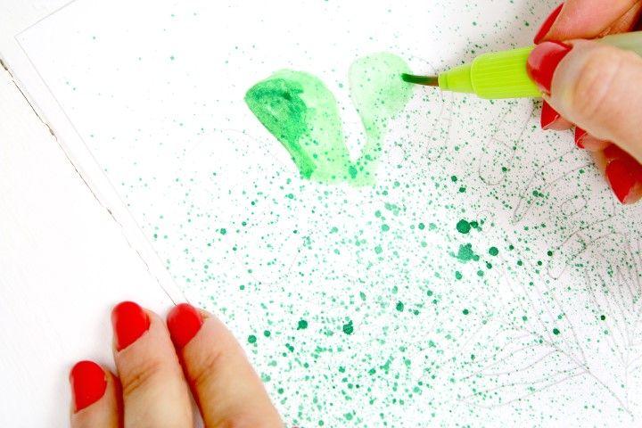 7. Comme précédemment, coloriser le motif avec le pinceau réservoir en dosant l'eau selon les nuances voulues.