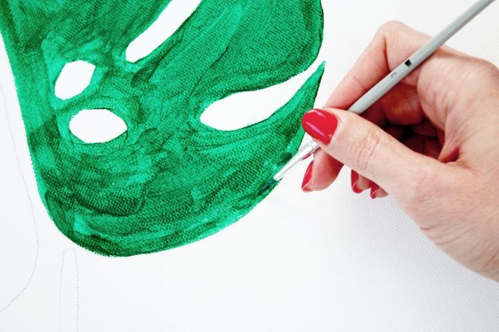 6. Avec un plus petit pinceau, passer sur les bords du motif pour un rendu plus précis.