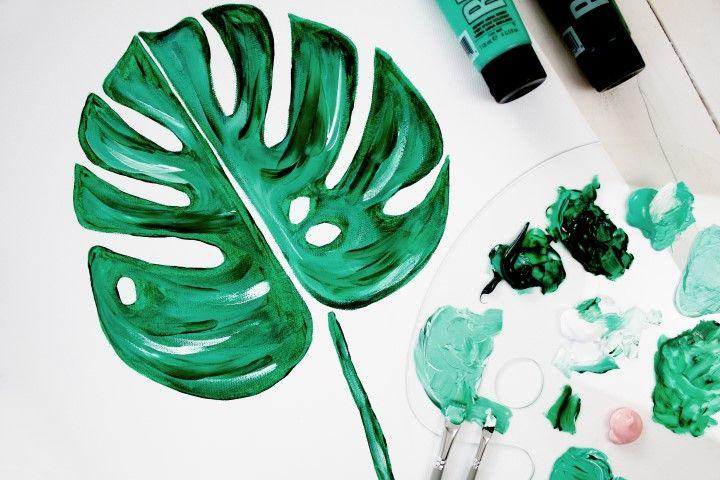 7. Avec une brosse moyenne, donner du relief au motif en ajoutant des traits verts plus clairs et du blanc. Donner des coups de pinceaux visibles.