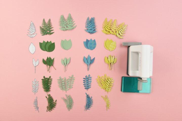 3. Découper le nombre souhaité de feuilles en utilisant différentes formes et couleurs