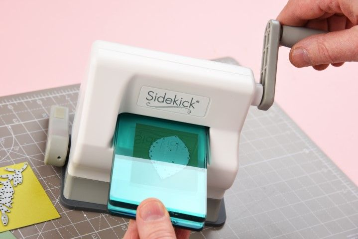 2. Passer le sandwich à travers la machine Sidekick®