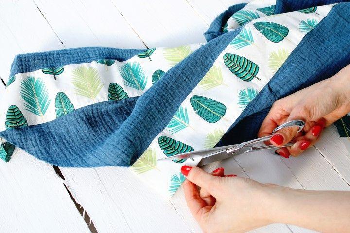 Couper l'excédent de tissu.