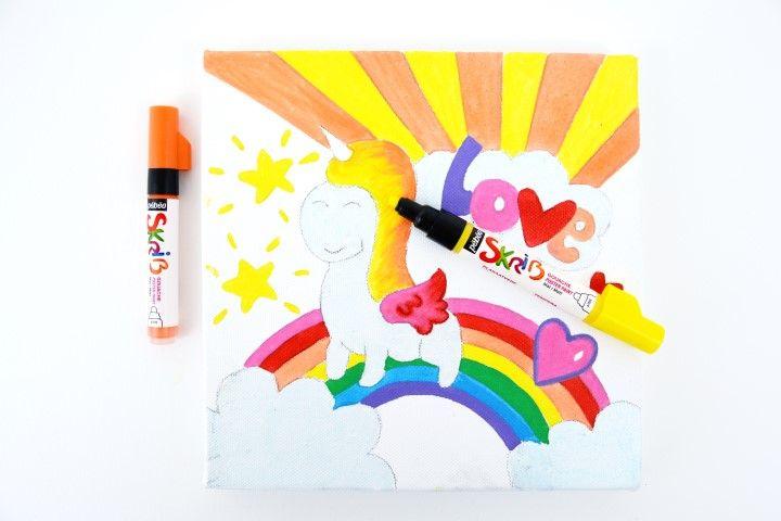 5. Créer un dégradé de couleurs à l'aide des marqueurs Skrib les rayons du soleil, la crinière et l'aile de la licorne.