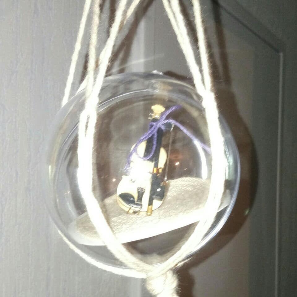 petite boule suspendue en macramé