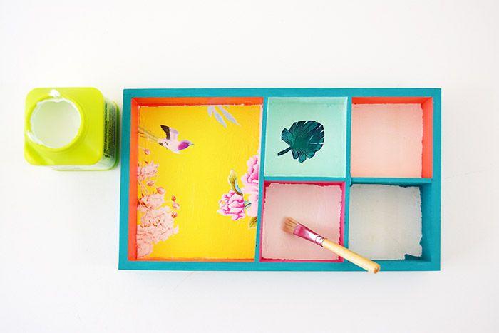 4. Encoller de vernis colle la surface à recouvrir de papier décopatch®.