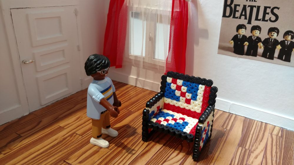 puis le deuxième accoudoir et le tour est joué! Pour que ce soit plus sympa, faites un deuxième fauteuil en inversant les motifs! ;-)