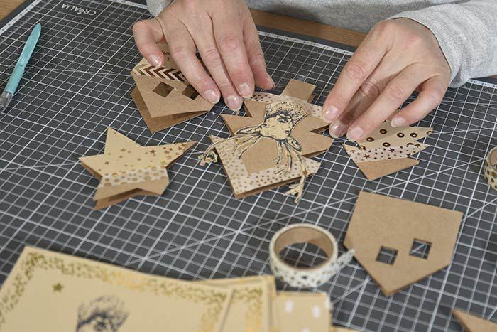 ETAPE 3/8 Personnaliser les cartes avec les papiers de la collection et les masking tapes dorés.