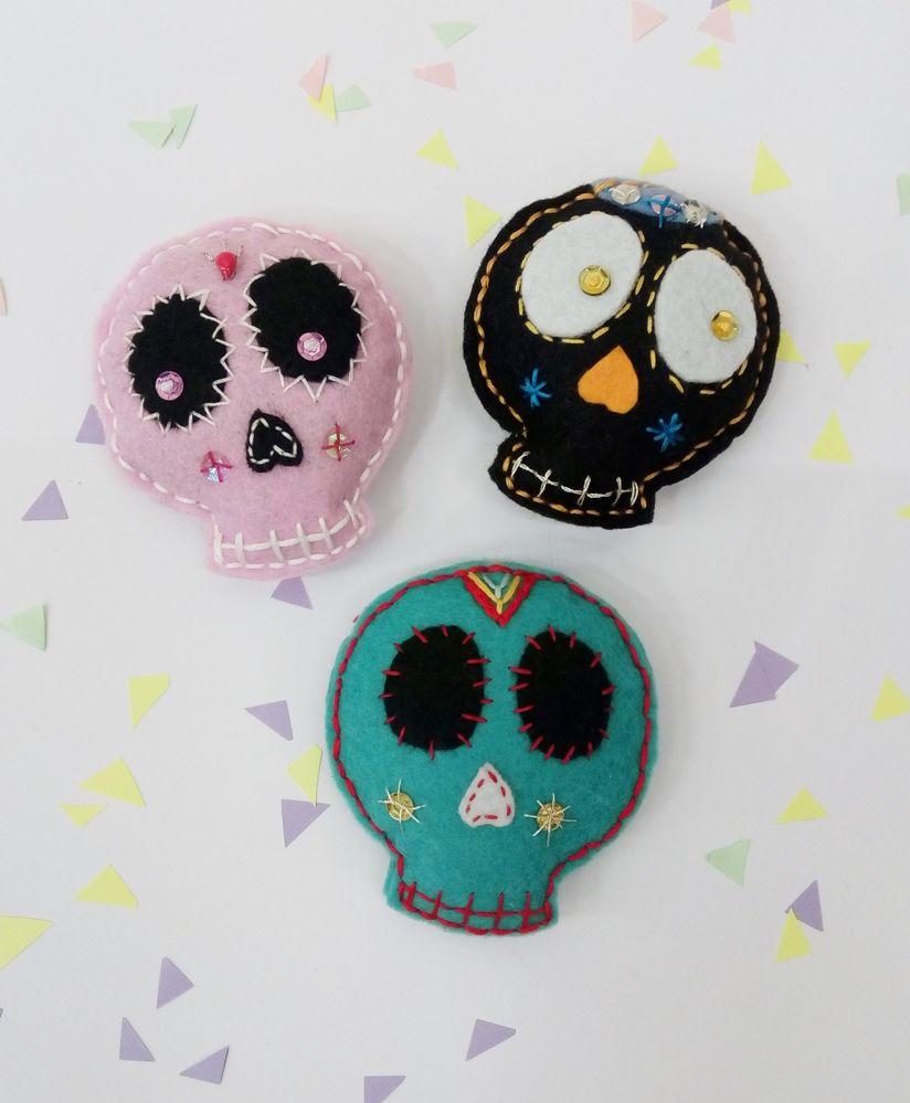 A l'approche d'Halloween des petites têtes de mort mexicaines en feutrine