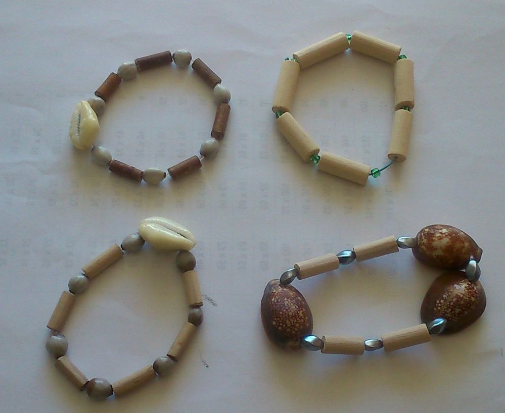 Bracelets Coquillages Noisetiers.JPG