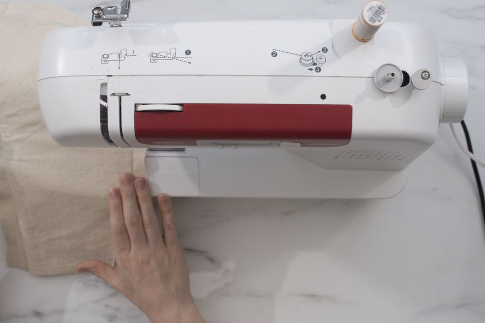 3.Coudre sur le tracé du gabarit à la machine à coudre.