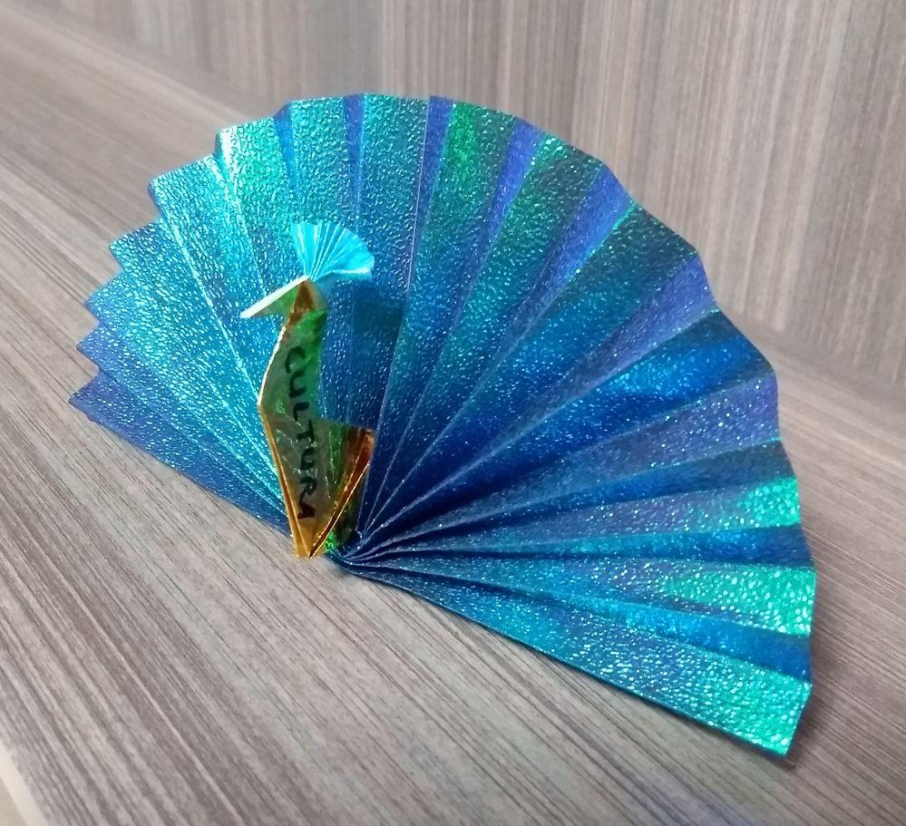 Le paon aux plumes bleues en origami, Zoé 13 ans