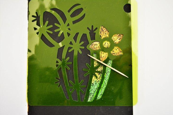 4. Peindre entièrement la carte de peinture à gratter. Laisser sécher.