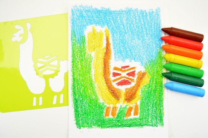 6. Finaliser la création avec des motifs personnalisés (traits pour les picots du cactus, nuages et cactus autour du lama… etc.)