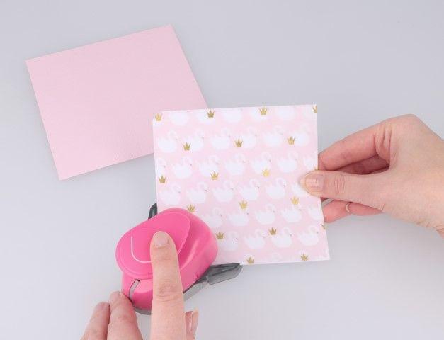 3. Arrondir les angles à l'aide de la perforatrice « coin arrondi ». 