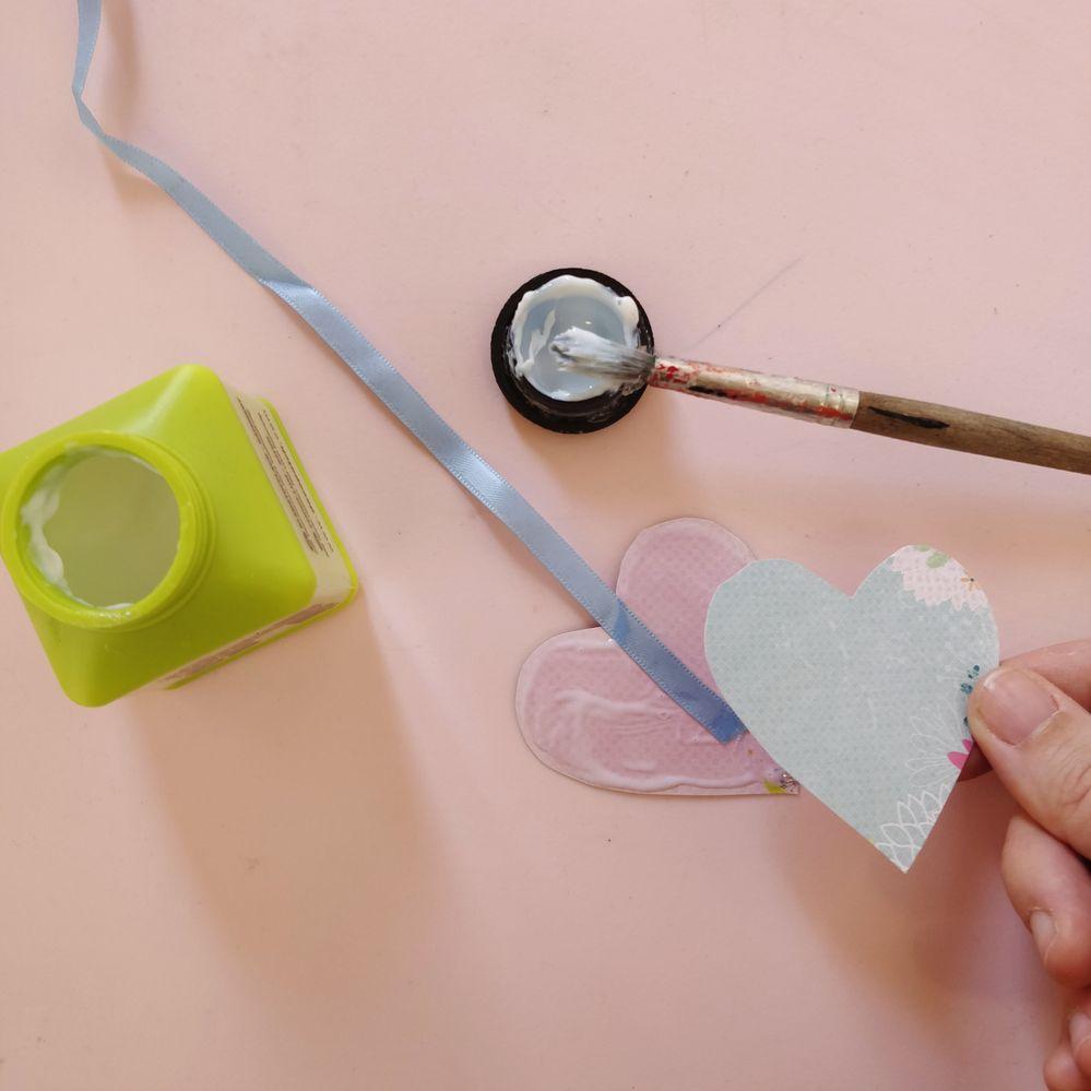 4. Monter les cœurs sur un ruban