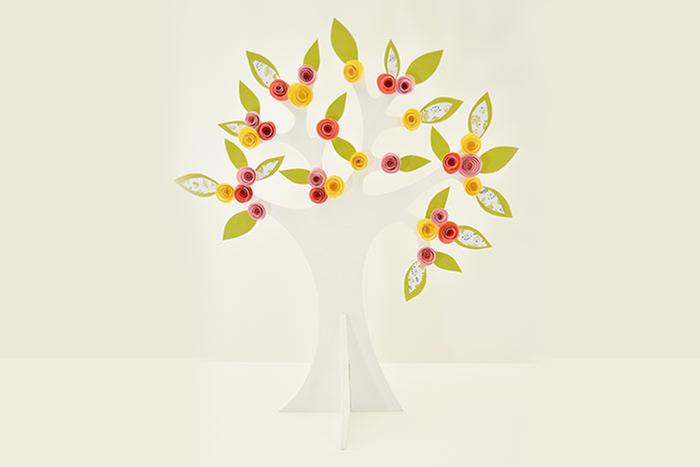 7. L'arbre est prêt à décorer votre ambiance de Pâques.