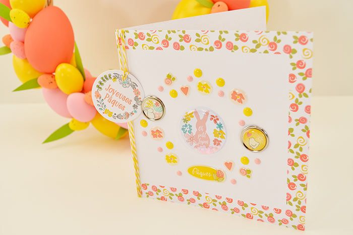 3. Imprimer un menu et le coller à l'intérieur de la carte-double, désormais prête à décorer votre table de Pâques.