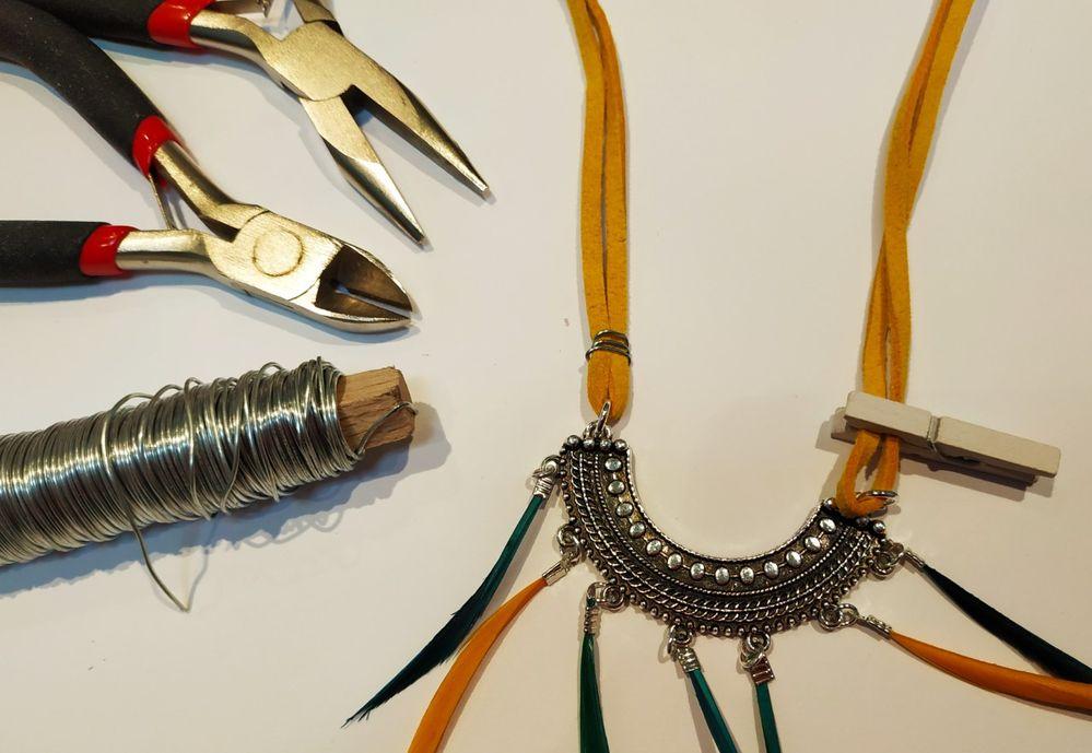 Astuce: afin de maintenir les deux brins à plat, vous pouvez gainer le tout avec un fil métalique.