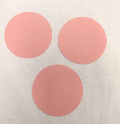 Coupez trois ronds à l'aide de votre perforatrice.