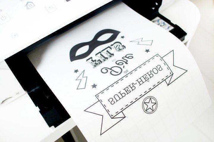 1. Imprimer le gabarit en mode miroir afin que l'écriture soit inversée sur le papier transfert.