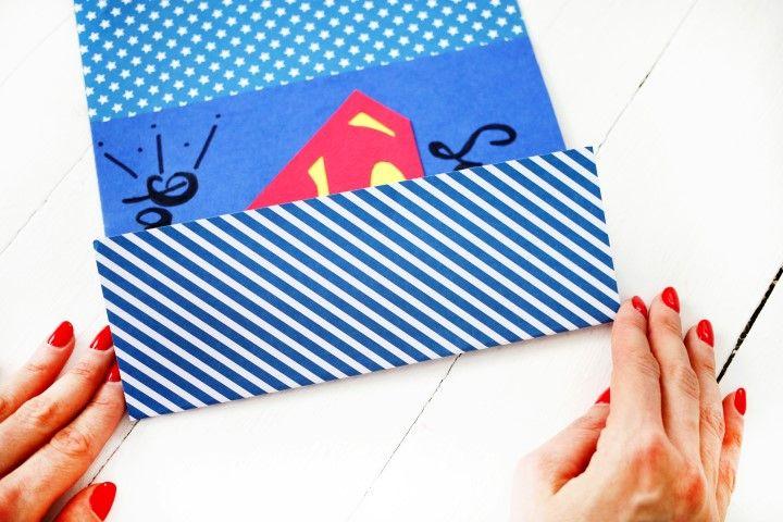 9. Rabattre les deux cotés du papier à pois.
