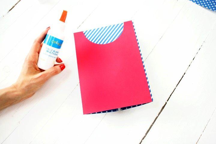 13. A l'arrière rajouter une cape en découpant un rectangle de 128x210 mm dans le papier rouge et en découpant un arc de cercle.
