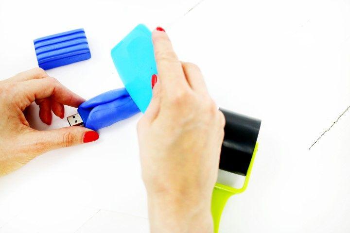 5. Couper l'excédent de pâte et une fois que la forme est faite enlever la clé.