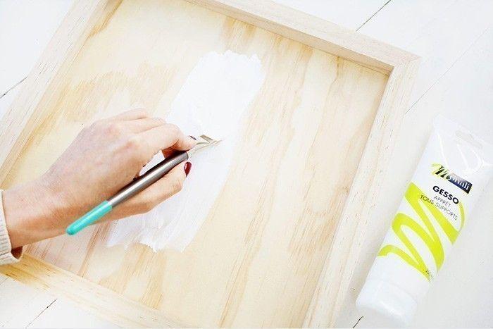 1. Peindre une sous-couche de gesso sur le cadre.