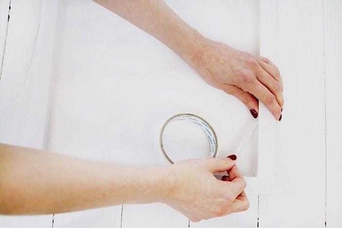 2. Laisser sécher et mettre du ruban de masquage le long des bords du cadre.