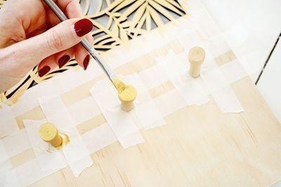 ETAPE 3/8 Peindre les boutons en doré