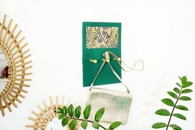 ETAPE 8/8 Accrocher la plaque au mur pour décorer votre intérieur et y suspendre vos clés ou accessoires.