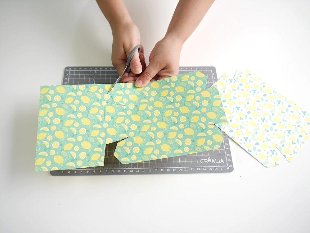 2. Couper les boîtes.