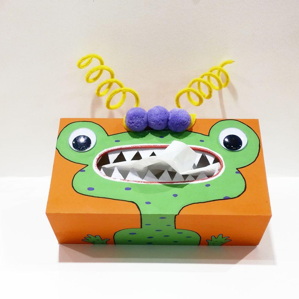 Une boîte à mouchoirs réalisée à l'acrylique et posca