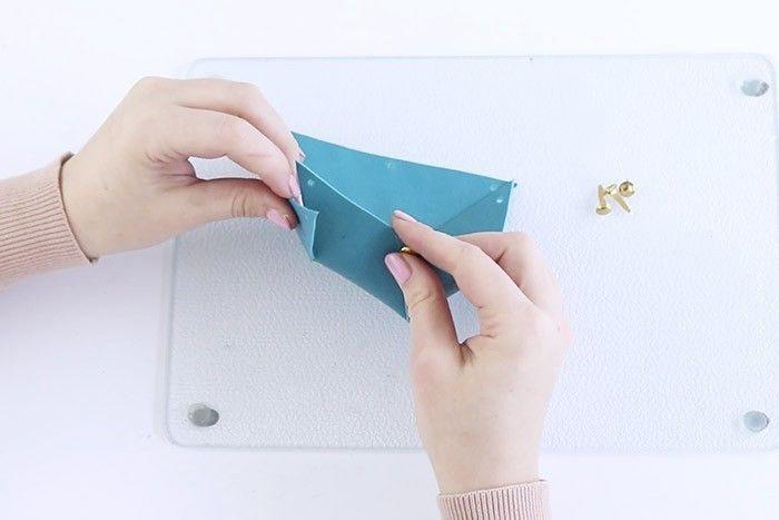 ETAPE 4/7 Plier les côtés pour former le vide-poche.