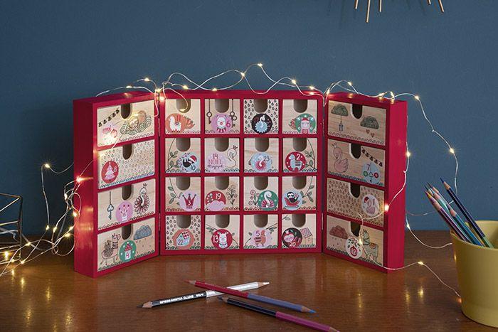 Le calendrier est prêt pour être garni de surprises en attendant Noël.