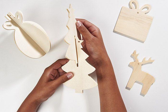 1. Assembler les deux parties des formes en 3D.
