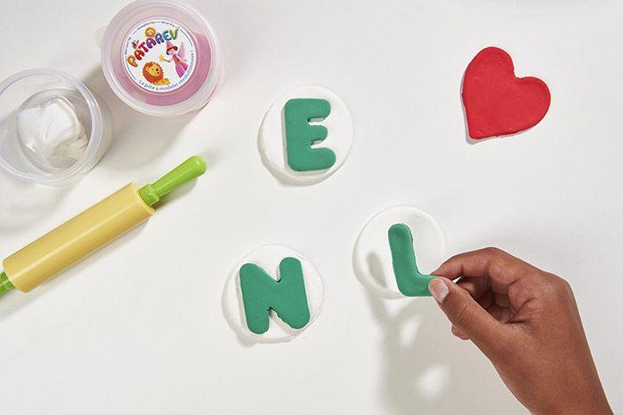 1. Positionner une lettre verte sur chaque rond blanc
