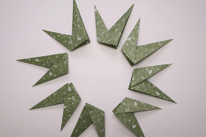 6. Répéter les étapes précédentes sur 7 autres carrés de papier de mêmes dimensions.