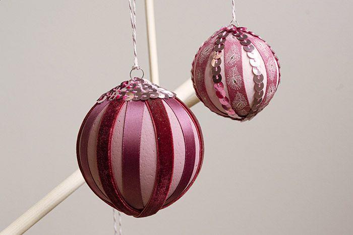 Les boules sont prêtes à décorer le sapin