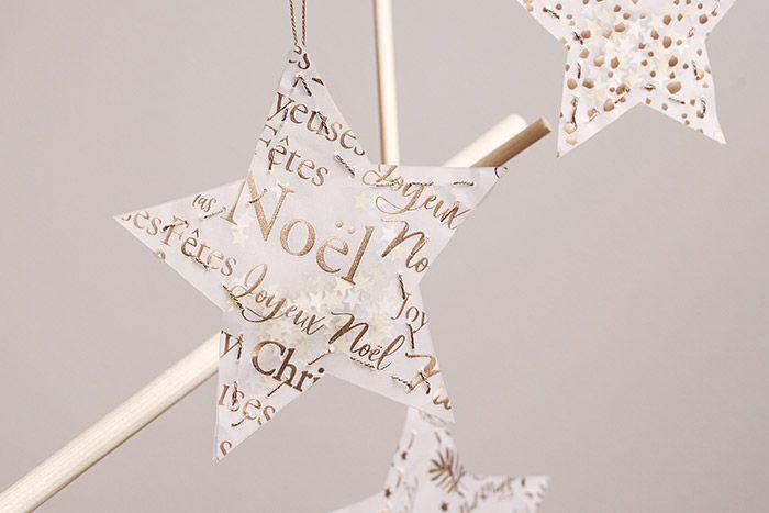 5. Réaliser plusieurs étoiles shaker et les suspendre dans le sapin de Noël.